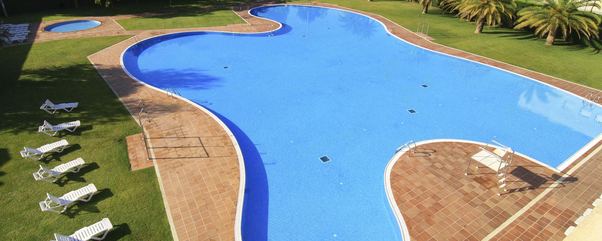 Ja pots accedir a la plataforma per a reserva l'accés a la piscina exterior!